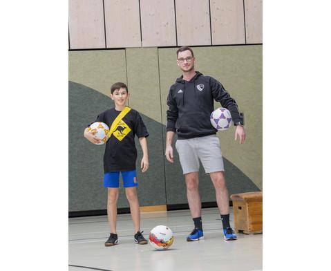 Schulhof-Fussball gelb-6