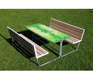 Sitzgruppe grünes Klassenzimmer, Sitzflächen mit Holzeinsatz